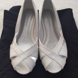 Prediction new white peek toe shoes size 5.5👠👠👠